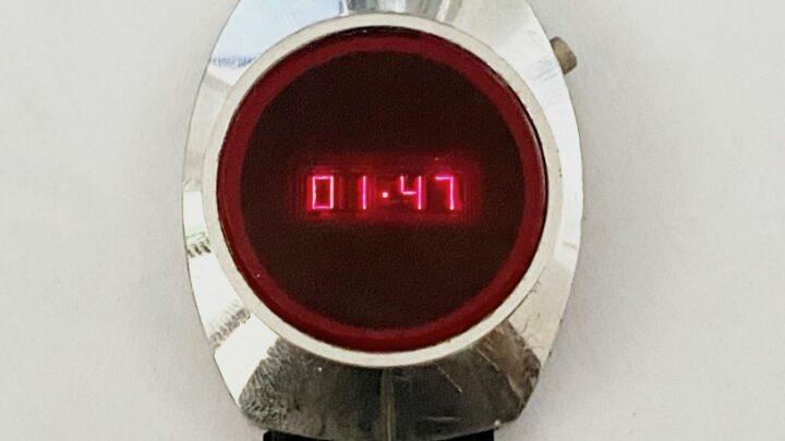 Ancienne montre LED rouge année 70